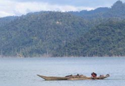 boat-on-reservoir-of-the-bakun-dam small